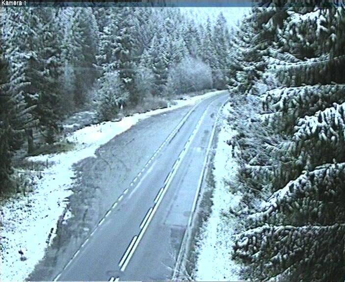 Zima na małopolskich drogach. Trudne warunki [ZDJĘCIA]