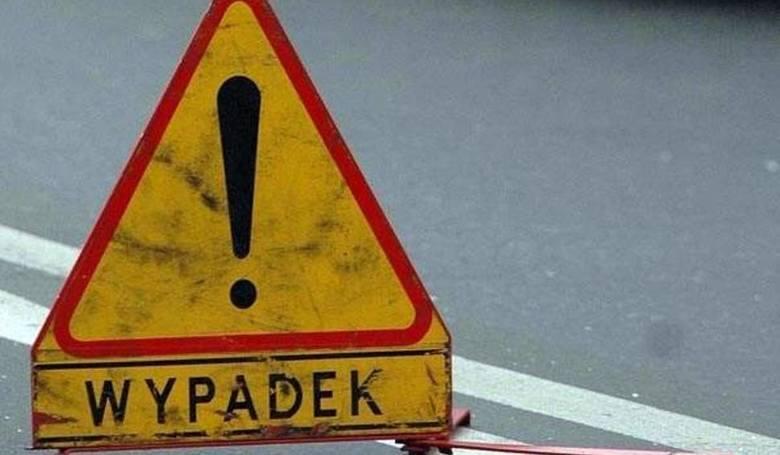 Wypadek w okolicach Reska. Bus zderzył się z samochodem osobowym