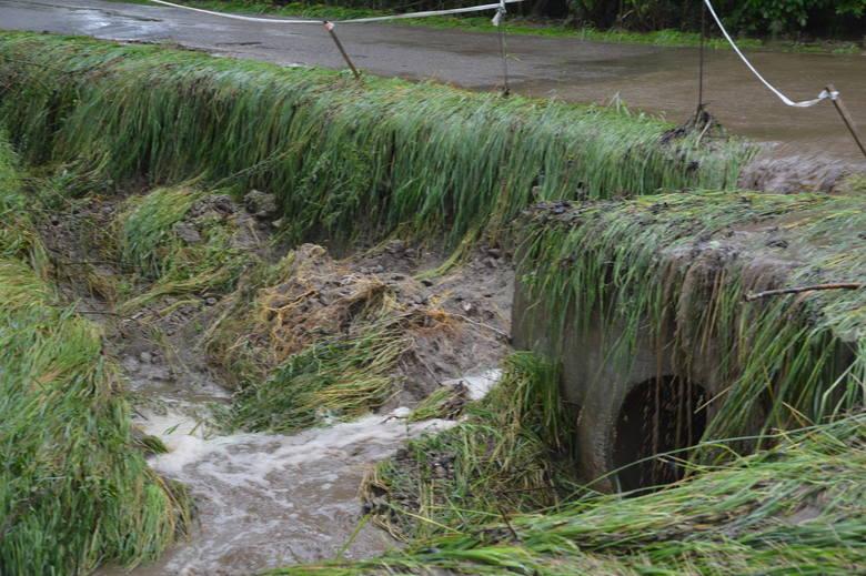 Uszkodzony przepust przy drodze między Pałecznicą a Sudołkiem