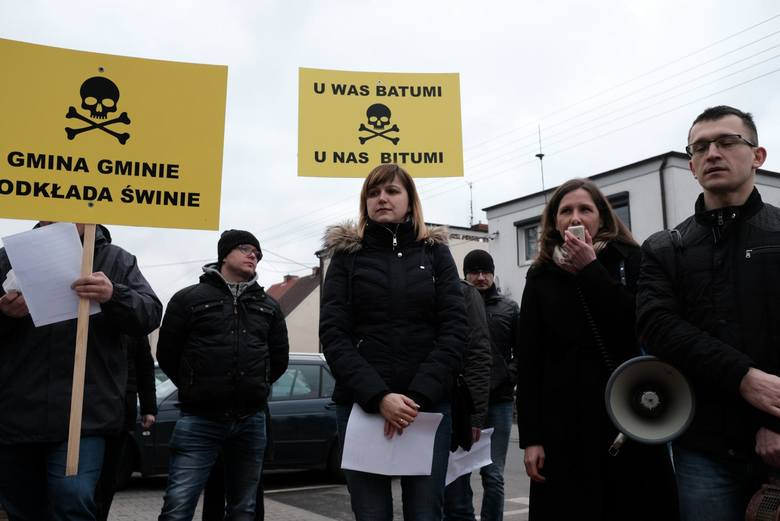 Protesty przeciwko powstaniu wytwórni mas bitumicznych w Dąbrowie odbyły się dwukrotnie. Pierwszy był w lipcu 2017 roku, drugi - w marcu ubiegłego roku.