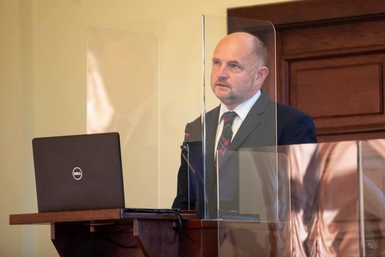 Piotr Całbecki podczas ubiegłorocznej sesji sejmiku województwa.