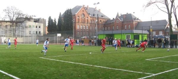 Inauguracyjny mecz na Orliku rozegrały drużyny samorządowe Głuchołaz i Nysy.