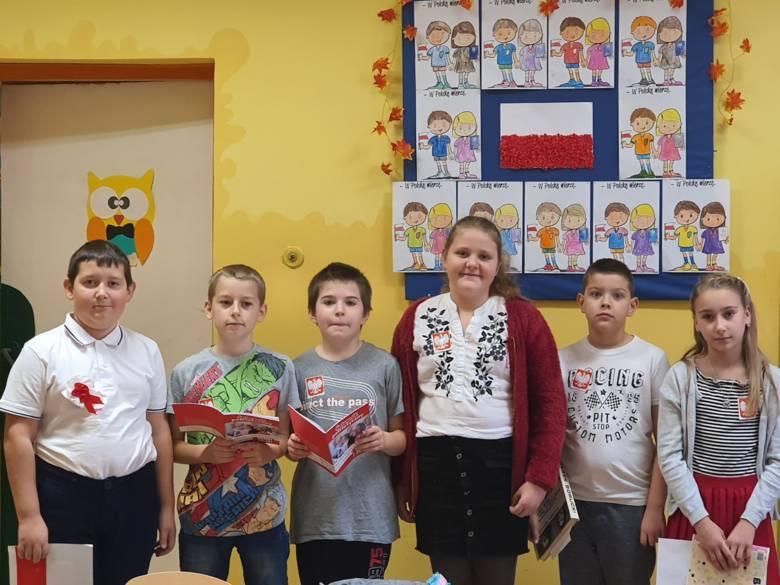 Dzieci z Sokolnik Mokrych w Gminie Wieniawa przygotowały akademię patriotyczną