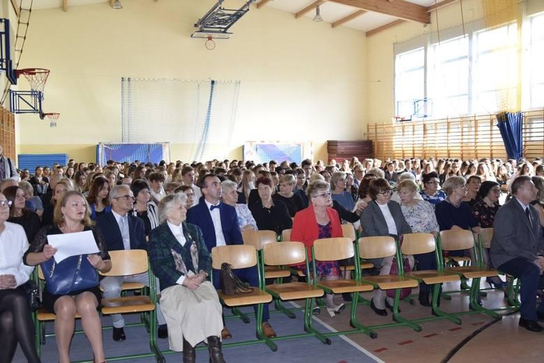 W piątek, 11 października, Zespół szkół nr 3 w Skierniewicach obchodził 95-lecie swojej działalności, a jednocześnie Dzień Edukacji Narodowej. W uroczystości uczestniczył najstarszy żyjący dyrektor szkoły Marian Stopiński. Tradycyjnie uczniowie wybrali również Nauczyciela Roku. Została nim Renata...