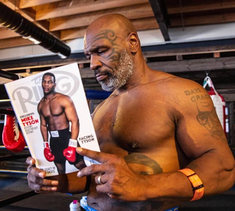 Mike Tyson (50-6, 44 KO) kilka miesięcy temu wznowił treningi bokserskie i szykuje się do walki z inną legendą, Royem Jonesem Jrem (66-0, 47 KO), do
