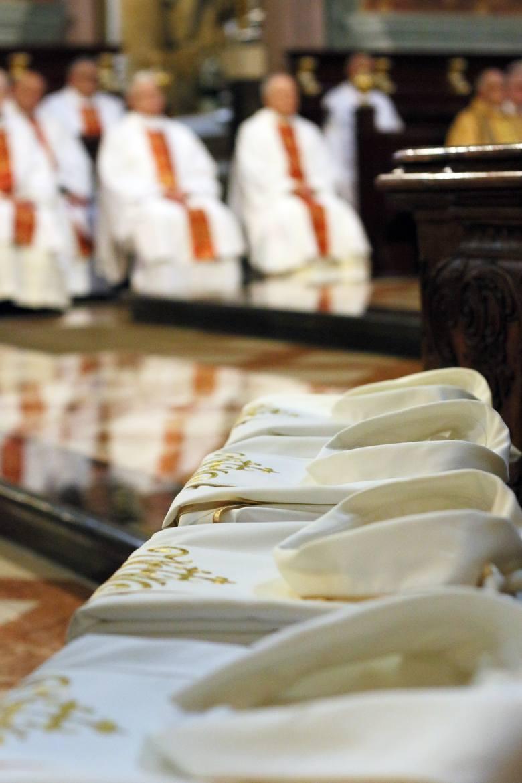 Święcenia kapłańskie w Lublinie. Lubelski Kościół ma nowych kapłanów. Księży ubywa? Kuria: - Jest ich wystarczająco dużo