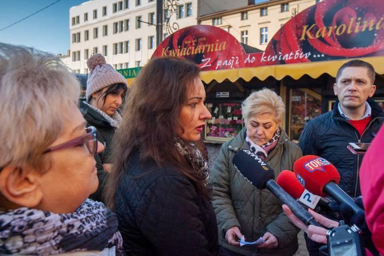 - Te stragany są częścią placu Wolności od 50 lat - mówi Karolina Pasińska, jedna z kwiaciarek. -  Może warto się wsłuchać w głos mieszkańców, którzy