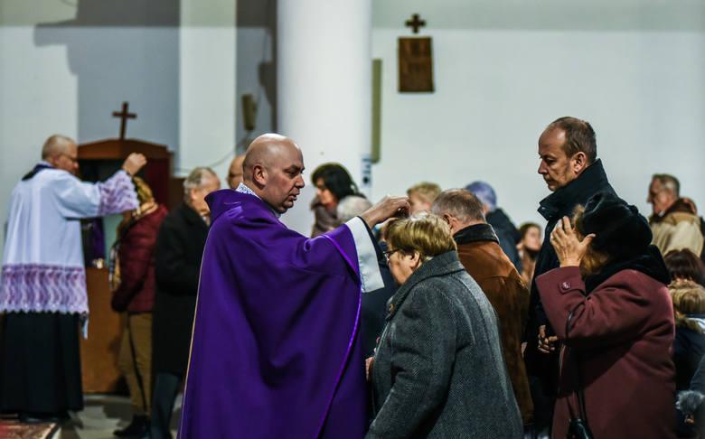 Kiedy jest Środa Popielcowa 2019? Czy w Popielec trzeba iść do kościoła? Co można jeść, gdy obowiązuje post
