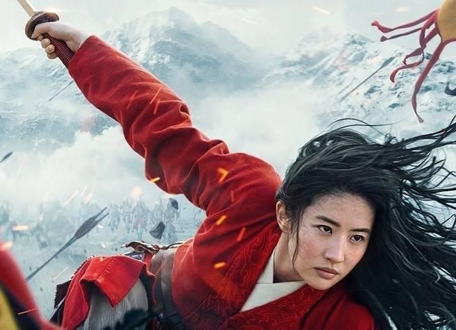 """Kina znów otwarte. 24 lipca ma mieć premierę """"Mulan"""" - widowiskowa, fabularna wersja animacji z 1998 r.: dziewczyna Hua Mulan, najstarsza córka słynnego"""