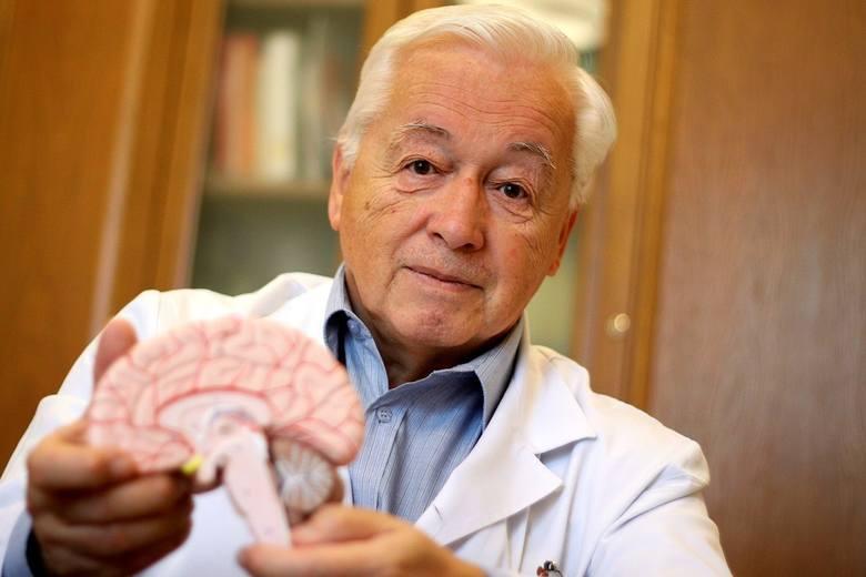 Prof. Tomasz Trojanowski jest kierownikiem kliniki neurochirurgii w SPSK4, która uważana jest za najlepszą w Polsce. Pełni również funkcje konsultanta