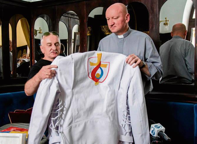Kurtkę z logo ŚDM wykonała firma z Lublina