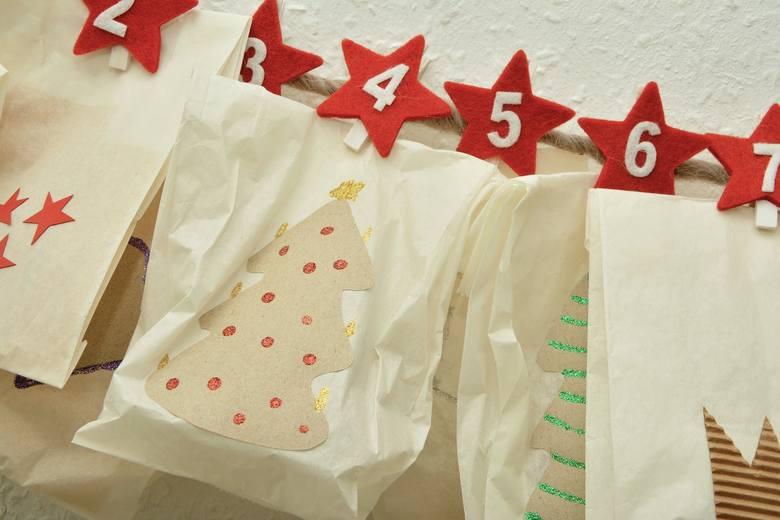 Dzieciom święta Bożego Narodzenia kojarzą się z prezentami i odliczają dni do 24 grudnia. Warto razem z nimi zrobić kalendarz, który umili im ten długi