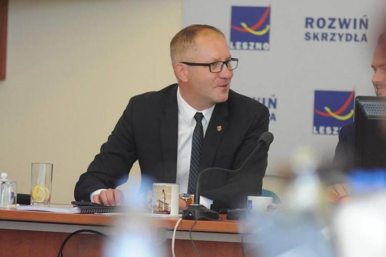 LesznoZ nieoficjalnych wyników podsumowujących głosy z większości obwodowych komisji wyborczych w Lesznie wynika jednak, że z przewagą ponad 50 procent