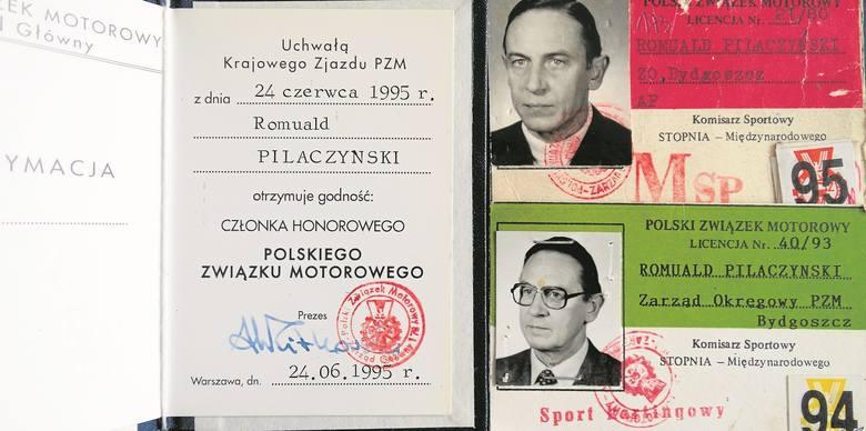 Romualdowi Pilaczyńskiemu w 1995 roku nadano godność członka honorowego  PZMot. Po prawej - legitymacje komisarza sportowego stopnia międzynarodowego.