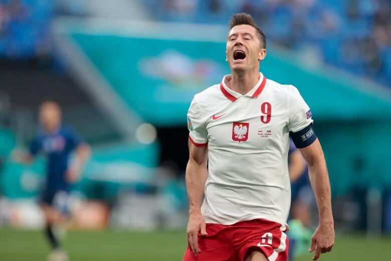Euro 2020. Przy dopingu kilkunastu tysięcy kibiców reprezentacja Polski rozgrywa swój pierwszy mecz na turnieju. Niestety przed przerwą straciła bramkę