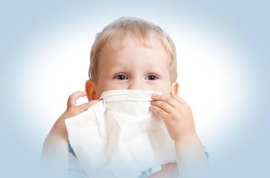 Jak zwalczyć katar u dziecka metodami naturalnymi? Poznaj najlepsze domowe sposoby!
