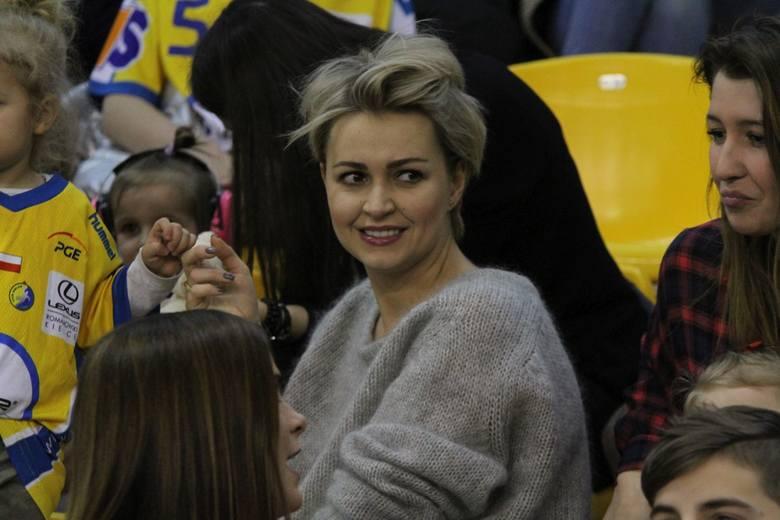 Przy okazji Dnia Kobiet przedstawiamy żony i partnerki mistrzów Polski, piłkarzy ręcznych PGE VIVE Kielce.Tak, jak w drużynie, tak i wśród pań jest mocno