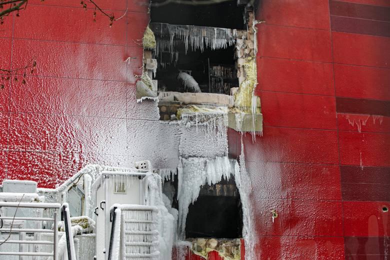 Kraków. 10. dzień pożaru archiwum. Strażacy kończą akcję gaśniczą, a miasto czeka na decyzję co dalej z uszkodzonymi budynkami [ZDJĘCIA]