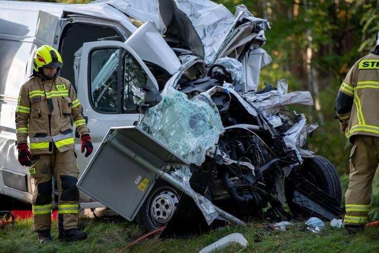 Do tragicznego wypadku doszło w poniedziałek, 13 września. Bus transportu medycznego zderzył się czołowo z autobusem PKS Zielona Góra.