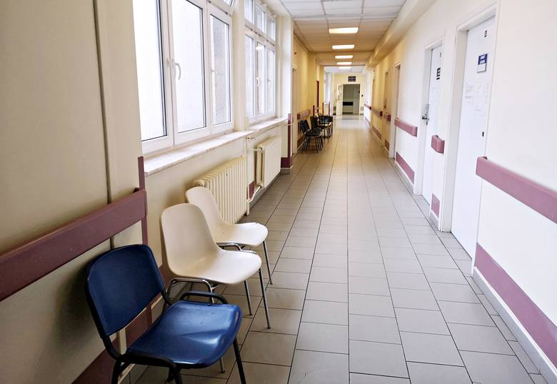 Kraków. W słynnym szpitalu korytarze świecą pustkami. Jego koniec jest blisko [ZDJĘCIA]