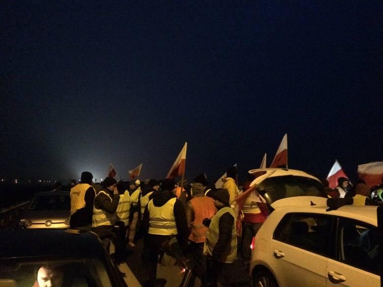Blokada na autostradzie A2. Protest hodowców świń blokuje dojazd do Warszawy