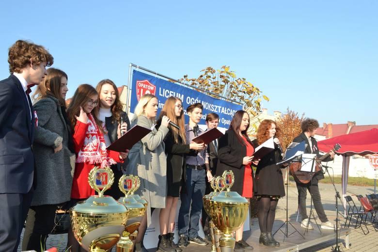 W piątek w Opatowie, z okazji mającej nastąpić w niedzielę, setnej rocznicy odzyskania niepodległości, odbył się wspaniały Bieg Niepodległości. Wydarzenie