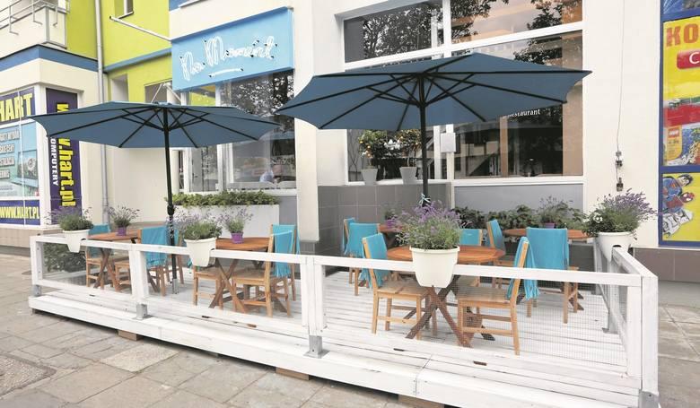 W Na Moment Cafe & Restaurant goście mają do swojej dyspozycji przytulny ogródek letni