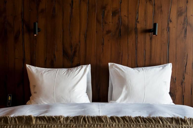 08.11.2018 warszawa plac powstancow warszawy 9 hotel warszawa w budynek brudential pokoj hotelowy hol wypoczynek wystroj wnetrz architektura nz fot.