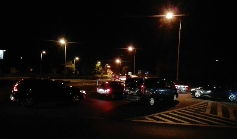 Wypadek na moście w Fordonie. Tam cały czas jest korek