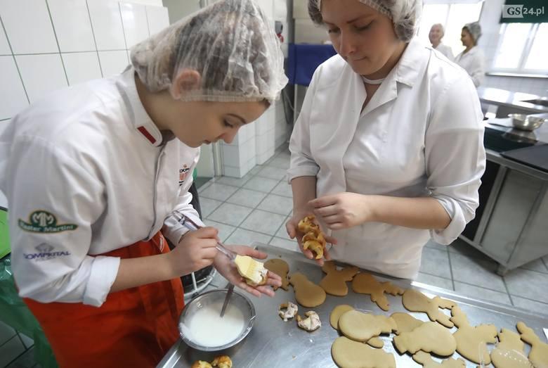 """Uczniowie """"gastronomika"""" pokazali młodszym kolegom cuda kulinarne [ZDJĘCIA, WIDEO]"""
