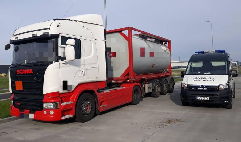 """Inspektorzy zatrzymali ciężarówkę na krajowej """"dziewiątce"""" przechodzącej przez Radom."""