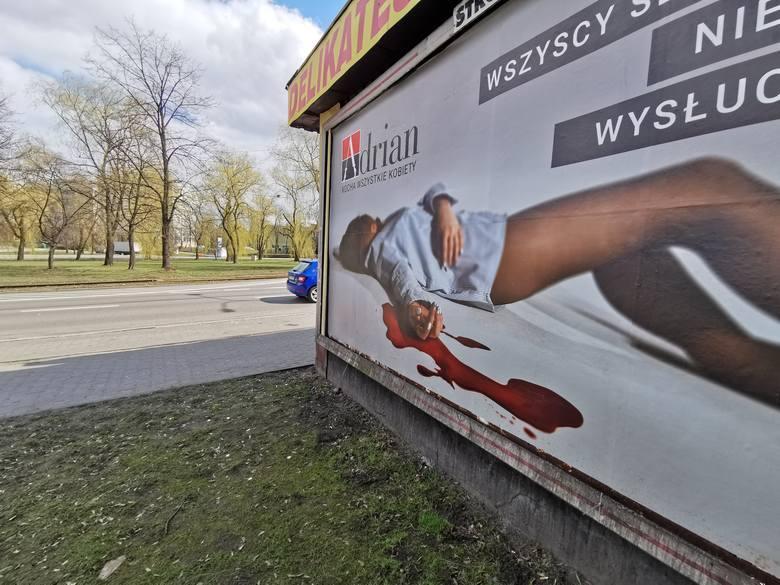Plakaty tej samej kampanii zawisły także w innych polskich miastach, np. w Katowicach (jak powyżej) i Warszawie.