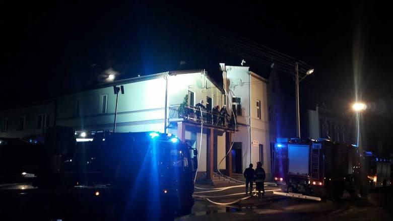 Pożar zniszczył dom rodziny Młynarskich z Lisewa. - Sąsiedzi od razu zaproponowali nam dali dach nad głową - mówi Mateusz Młynarski. - Skorzystaliśmy