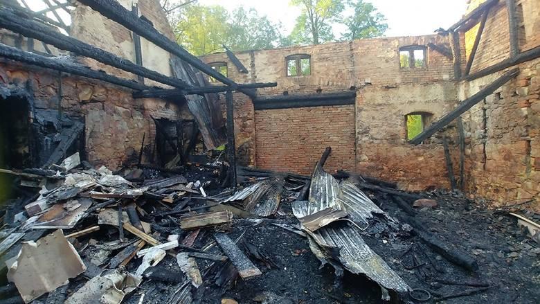 Nocny pożar w budynku wielorodzinnym. Ewakuowano 17 osób (ZOBACZ)