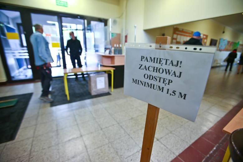 Łódź czerwoną strefą od 17 października?Rząd wprowadzając czerwone strefy bierze pod uwagę zachorowania z ostatnich 14 dni i ogłasza decyzje w czwartki.
