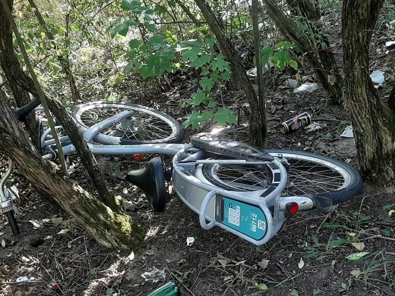 Jeden z porzuconych rowerów, zgłoszonych przez użytkowników systemu