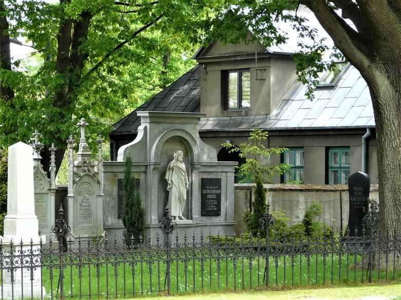 Cmentarze rzymskokatolicki i ewangelicki w Pabianicach ZDJĘCIA