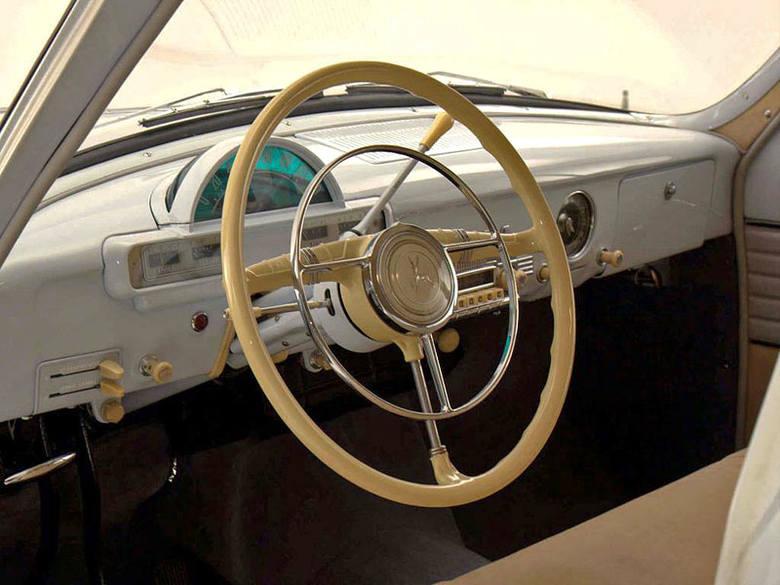 Efektowny szybkościomierz skopiowano z Forda rocznik 1954
