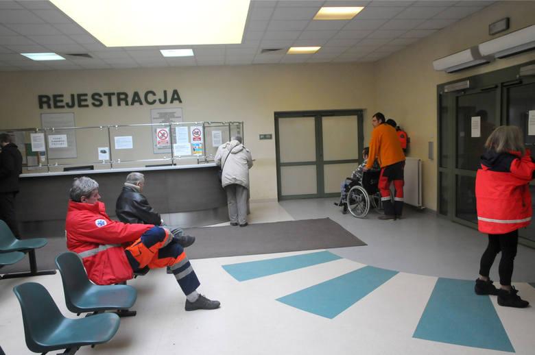 Kraków. Oddział zakaźny Szpitala Wojskowego zamknięty do końca maja. Gdzie zgłaszać się z podejrzeniem koronawirusa?