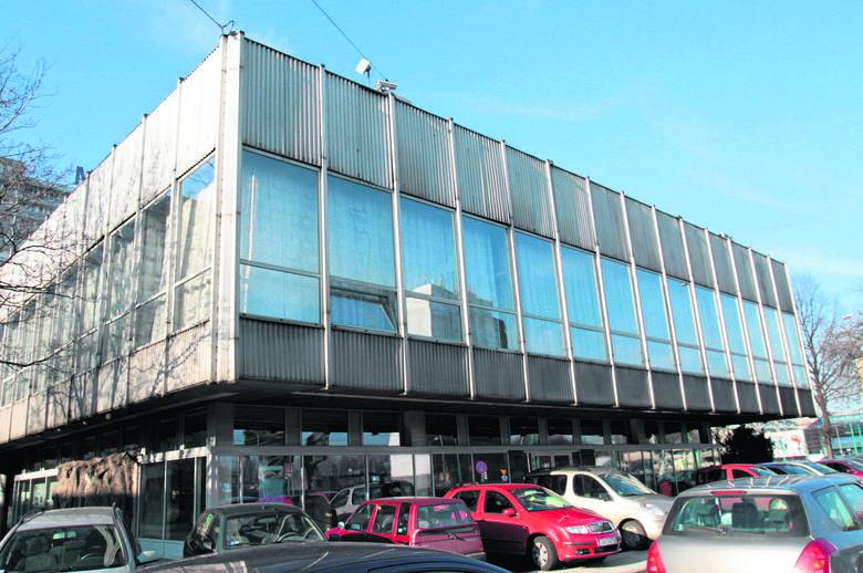 Na zdjęciu widać dawny Urząd Stanu Cywilnego w Katowicach przy alei Korfantego. Powstał w roku 1969, a zaprojektował  go Mieczysław Król, architekt,