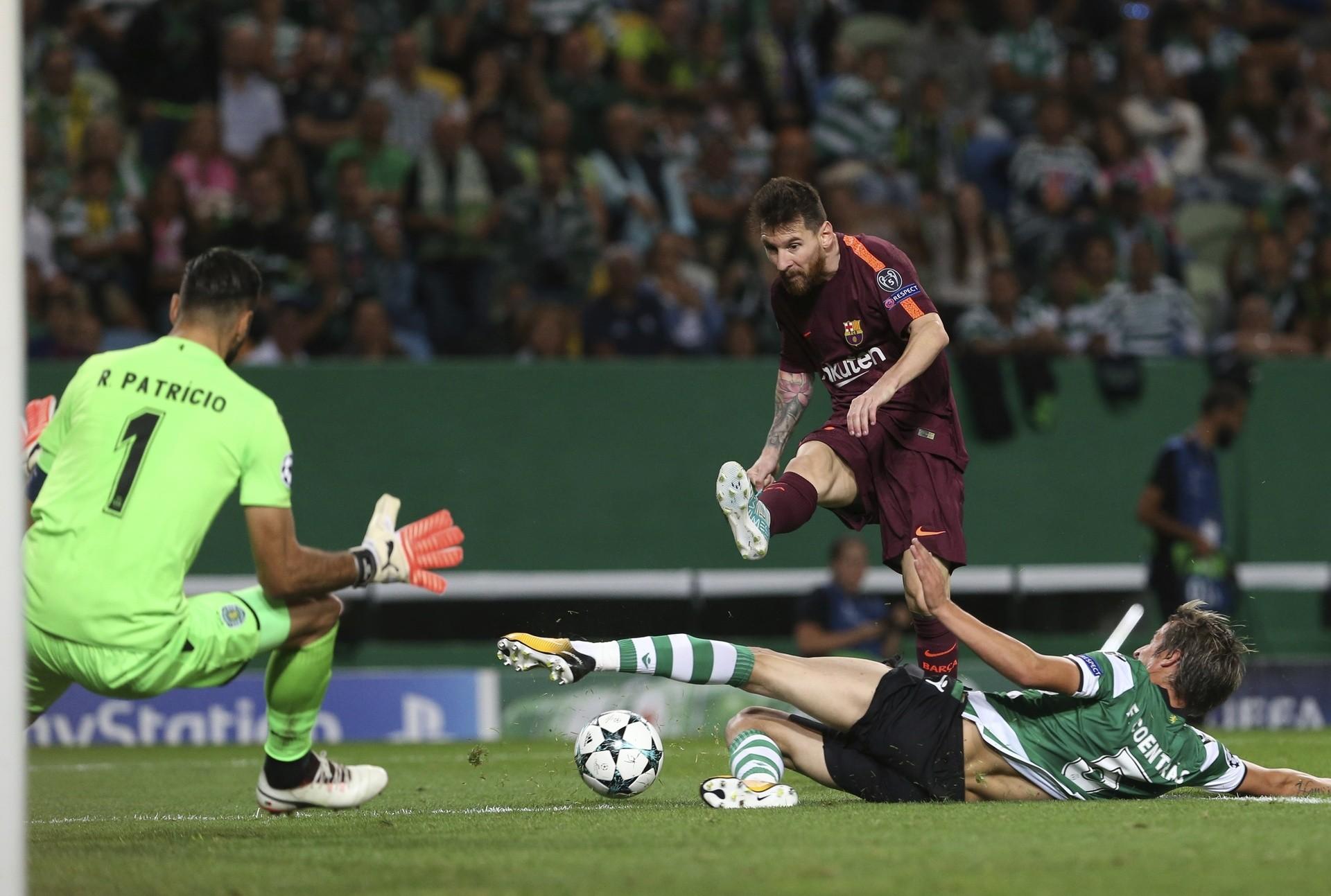 7d8d15701f58a 27 września 2017 23:06 27.09.2017 23:06. Liga Mistrzów. Barcelona wywiozła  trzy punkty z Lizbony po samobóju ©EastNews