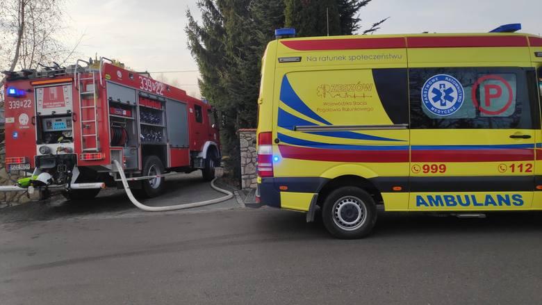 Do pożaru doszło w środę po godz. 13.30 w Trzcianie koło Rzeszowa.- Ogniem objęte było pomieszczenie gospodarcze pod schodami wejściowymi do domu. Strażacy
