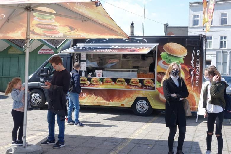 W Lesznie trwa V Festiwal Smaków Food Trucków.Zobacz także: Błoto, pot i łzy. Tak biegali w Poznaniu