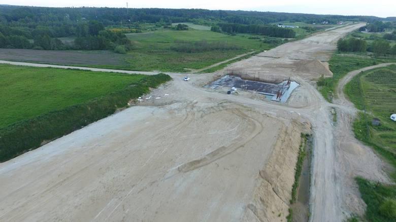 Jak przebiegają prace przy budowie obwodnicy Koszalina i Sianowa w ramach drogi ekspresowej S6? Zobaczcie najnowsze zdjęcia z lotu ptaka!Więcej informacji