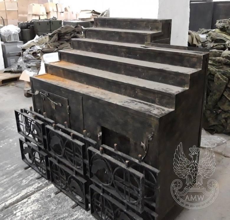 Wojsko sprzedaje sprzęt. Agencja Mienia Wojskowego organizuje przetarg w Bydgoszczy - LISTOPAD 2019 Świecznik wotywny metalowy wymiary: 144x100x126 cmCena: