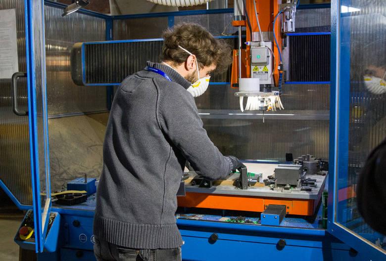 Produkcja przyłbic w Politechnice Białostockiej