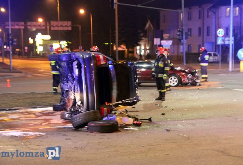 Do groźnego wypadku doszło w czwartek około godziny 20.20 na skrzyżowaniu ul. Wojska Polskiego i ul. Sikorskiego w Łomży. Zdjęcia pochodzą ze strony