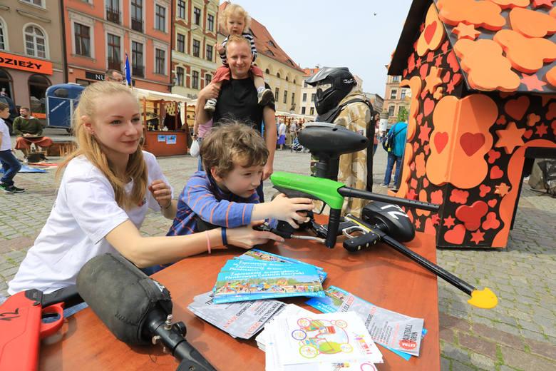 W niedzielę (29 kwietnia) w Toruniu odbyła się inauguracja sezonu turystycznego w regionie. Na Rynku Nowomiejskim czekały animacje dla dzieci. >>