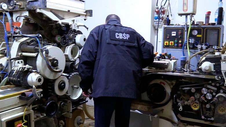 Funkcjonariusze CBŚP zamknęli wielką fabrykę papierosów