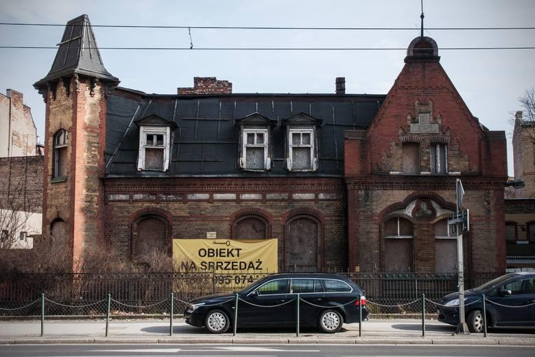 Dlaczego budynek mający status zabytku nie przechodzi remontu? Ma prywatnego właściciela, który od lat próbuje bezskutecznie go sprzedać (przed rokiem